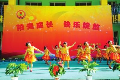 """甘肃省妇联保育院教师和孩子们表演精彩节目庆祝""""六一""""国际儿童节(图)"""