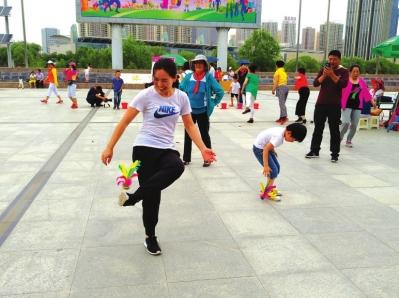 """""""兰马""""嘉年华家庭亲子趣味比赛举行  欢乐家庭总动员父母孩子齐上阵"""