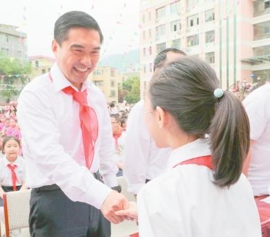 """牢记重托 绽放未来———孙雪涛等市领导与少年儿童欢度""""六一""""国际儿童节侧记"""