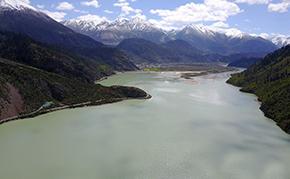 西藏然乌湖初夏如画