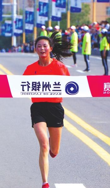 【2017兰州国际马拉松赛】甘肃选手包揽半程男女冠军