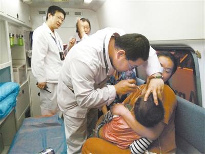 三岁患儿突发疾病 兰州机场医护紧急救治脱险(图)