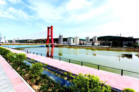 天水:藉河生态综合治理一期续建工程红桥段开始蓄水(图)