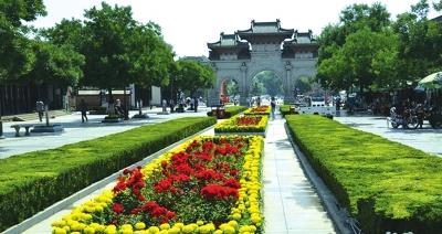 天水公祭伏羲大典将至 秦州区鲜花扮亮伏羲广场(图)