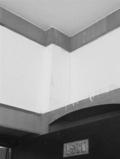 """兰州市民反映:物业洗水箱频致渗漏多户居民家""""受水"""""""