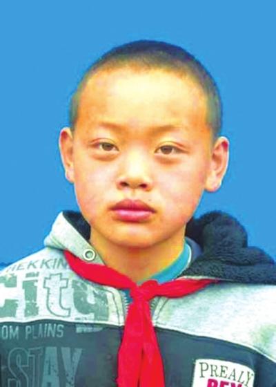 美德少年王钢:爸爸走了,我就是家里的男人