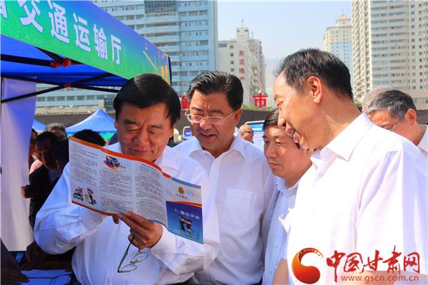 """甘肃省""""6·16""""安全生产宣传咨询日培养市民""""红线""""意识(图)"""