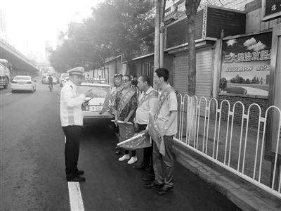 兰州河北交警大队组织驾校教练开展交管体验活动(图)