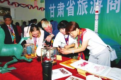 丝绸之路旅游产品展览会在永靖开展 牛肉面拉进展览会夜光杯照亮丝绸路