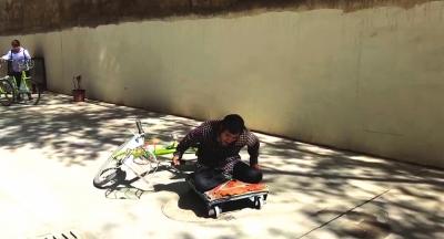 兰州一男子两个月找回80辆被丢弃和破坏的公共自行车(图)
