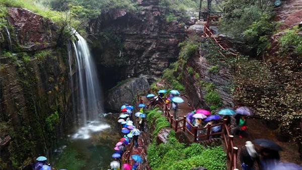 河南云台山:落差达314米的天瀑再现