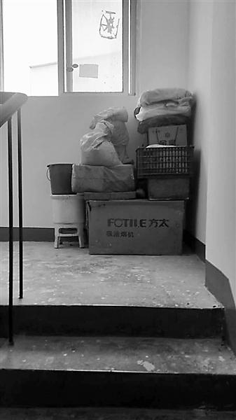 兰州:杂物乱堆乱放楼梯间街道协调清理(图)