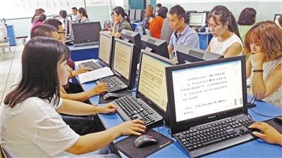 记者直击兰州中考语文网上阅卷 每份答卷17名老师评阅作文(图)