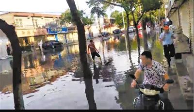夏日金城天多变 兰州西固城里水漫路(图)