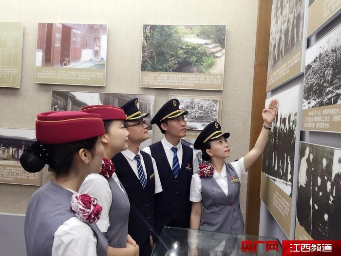重温入党誓词庆祝建党96周年