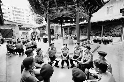 陆军驻兰某部组织全体官兵前往八路军驻甘办事处纪念馆参观学习
