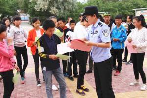 兰州皋兰警方禁毒宣传进校园(图)