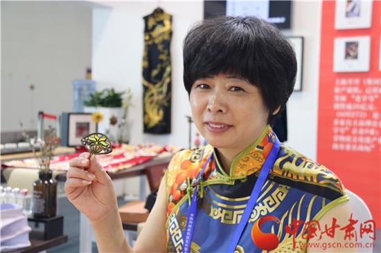 第二十三届兰洽会——上海展馆里的旗袍盘扣工艺(图)