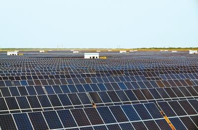 酒泉金塔粤水电80兆瓦光伏并网发电项目(二期)正在进行并网前各项工作(图)