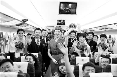 百对新人乘坐宝兰高铁开启幸福之旅(图)
