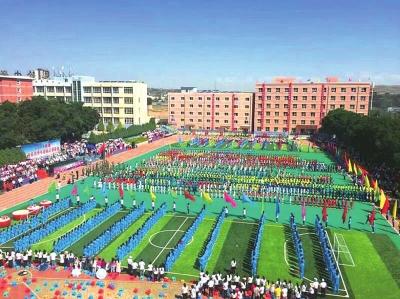 甘肃青少年校园足球联赛开幕 千余名足球健儿相聚美丽榆中(图)
