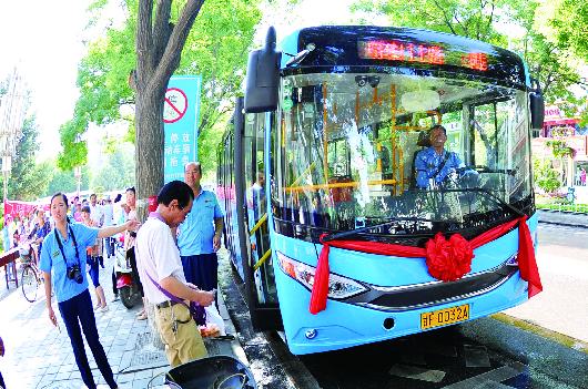 酒泉城区新能源公交车投运(图)