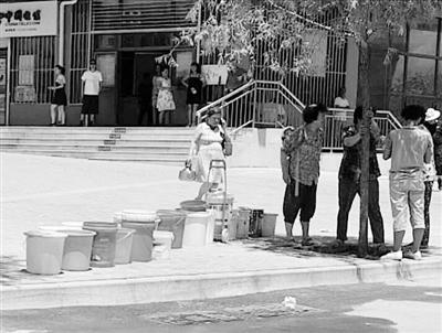 兰州市民反映:大热天突停水 五一馨苑居民生活不便