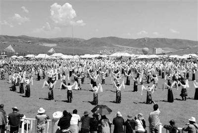 中国·九色甘南香巴拉旅游艺术节开幕 10万民众欢聚大草原