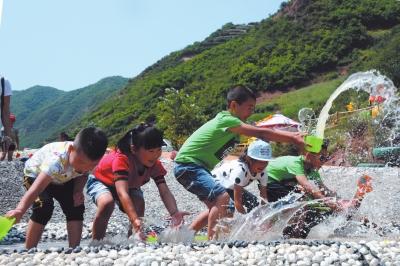 兰州市袁家湾百合谷三天接待游客近四万人次 力争5年打造成4A级景区(图)