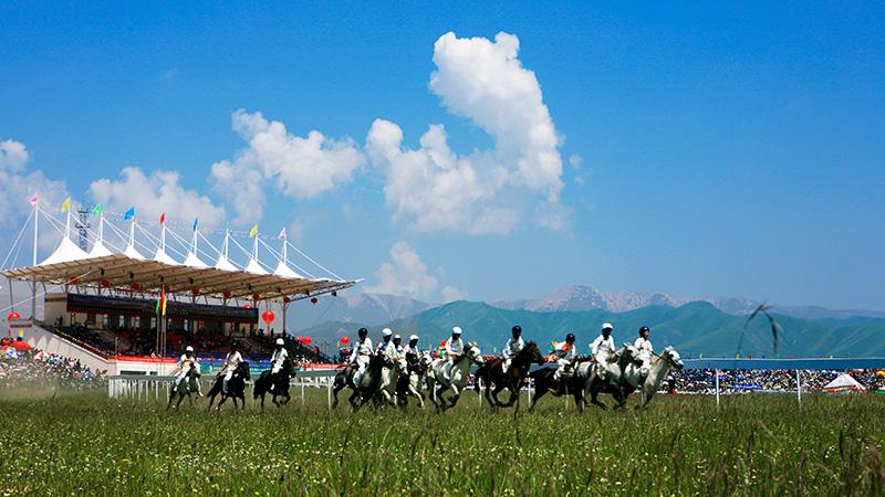 甘南玛曲第十届格萨尔赛马节开幕 120万奖金吸引六省区汉子竞技