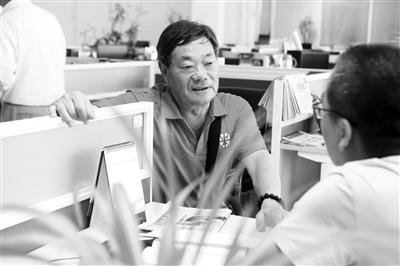 河南老人冒酷暑坐高铁来兰寻找失联57年外甥赵振安
