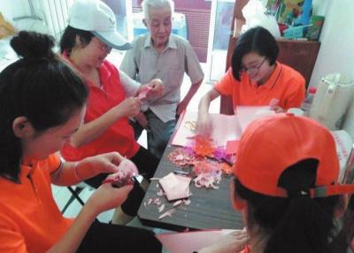 兰州:青春志愿者助力创城(图)