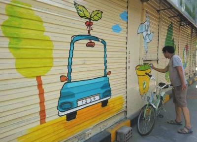 兰州酒泉路街道:卡通画上了创城文化墙(图)