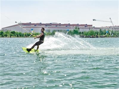 兰州新区水上漂索道滑水公园开门迎客