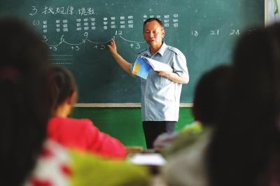 坚守乡村教育三十余载 ——记陇南市闹院小学代课教师杜占科