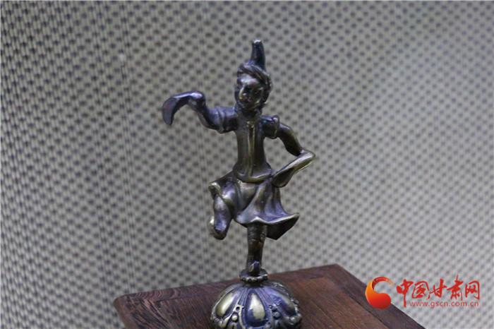 陇拍客|高品位收藏家路易·艾黎  他将毕生藏品全部捐给中国(组图)