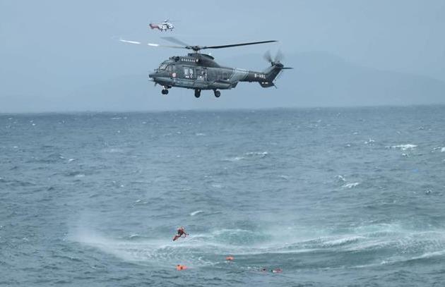 货船在广东海域沉没 粤港联合搜救12名船员脱险