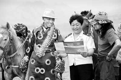 张掖市肃南裕固族自治县国税局税宣小分队为牧民解读相关税收政策