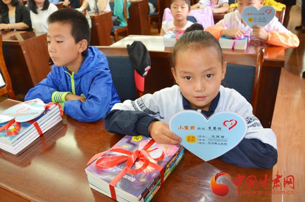 酒泉市瓜州县15名爱心妈妈圆了留守儿童读书梦(图)