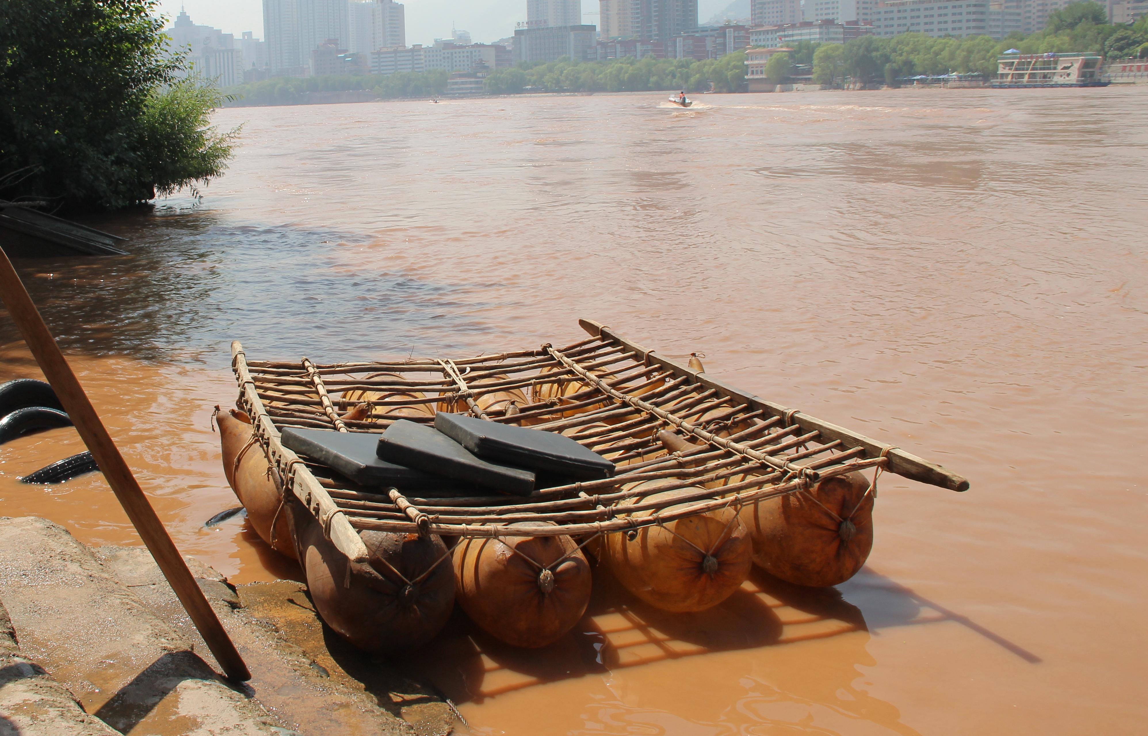 【新闻学子重走西北角】黄河上的皮筏子:古老的水上精灵