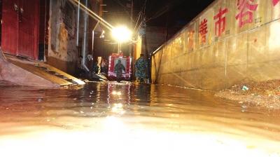 暴雨袭击定西 消防全力救援