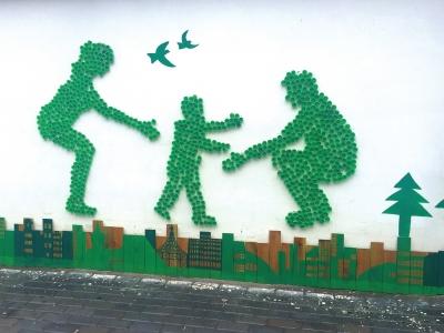 兰州安宁西路街道瓶盖易拉罐上了文化墙