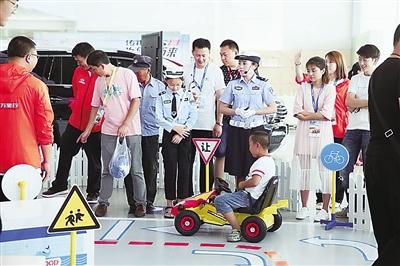 兰州交警护航2017暑期交通安全教育训练营活动