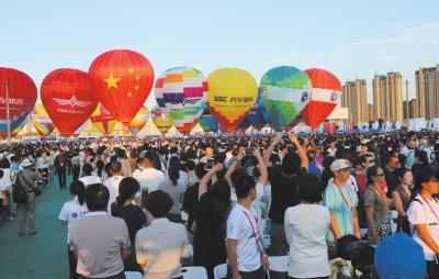 兰州:梦想与激情齐飞 热气球联赛搅热一座城
