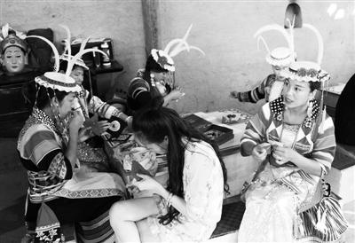 陇南白马人文化村落工艺美术创意设计人才培养班在文县开班(图)