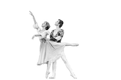 兰州芭蕾舞团携手兰州交响乐团演绎经典 本土版《天鹅湖》来啦!