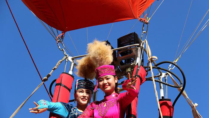 全球首个哈萨克毡房造型热气球引关注 酒泉阿克塞县打出旅游组合拳(图)