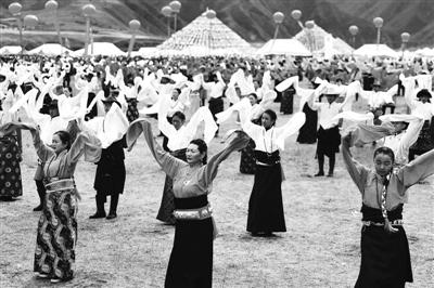 中国·碌曲第六届锅庄舞展演开幕