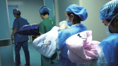 兰州52岁超高龄产妇顺利产下双胞胎女婴