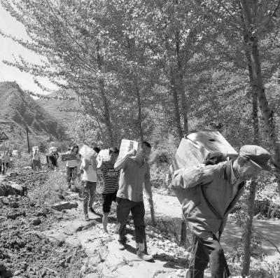 暴洪灾害让陇南市文县梨坪镇金坪、玉坪村遭受人员伤亡和重大财产损失